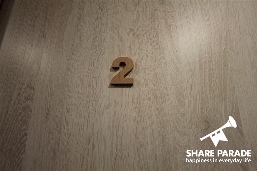 各お部屋のドアに可愛いナンバープレートがついています