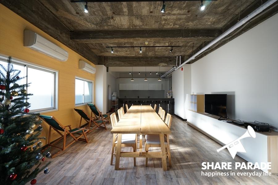天井がコンクリートむき出しがかっこいい。