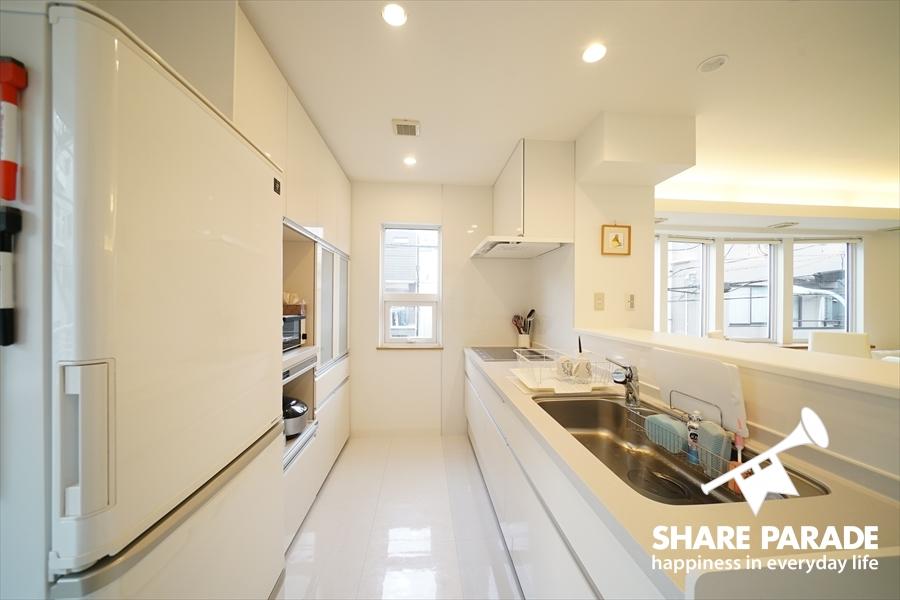 一人で使うにはもったいない広さのキッチン。