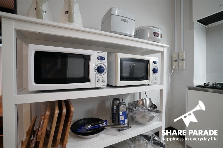 電子レンジなどのキッチン家電。