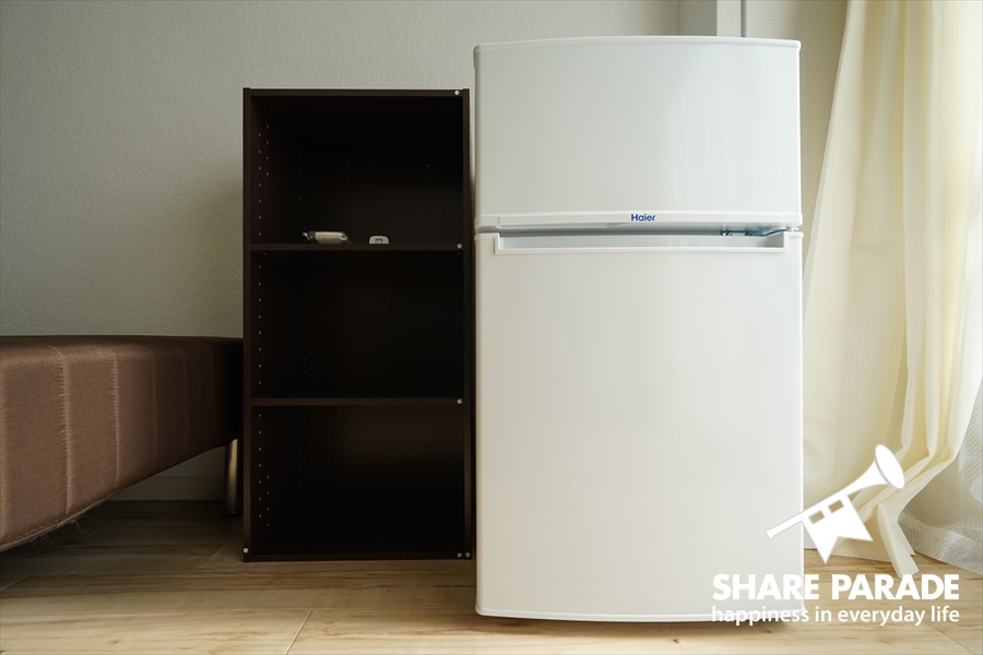 2ドア冷蔵庫完備です。