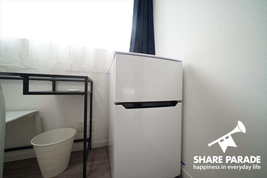 2ドア冷蔵庫がお部屋完備。