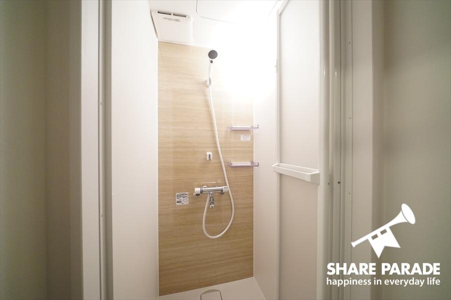 シャワールームは3室あります。