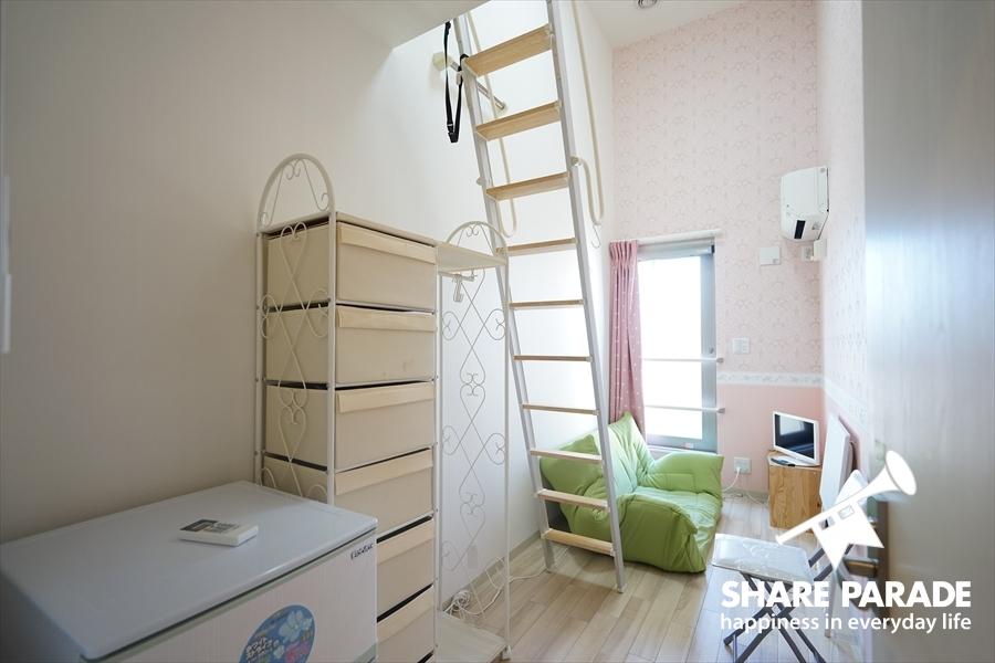 2Fのお部屋は天井が高くて、ロフト付きです。