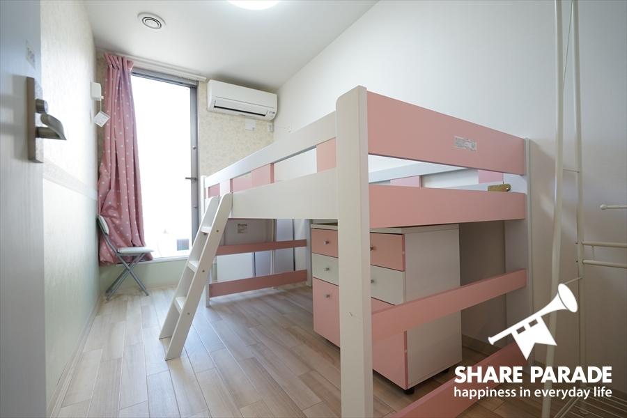 ロフトタイプのベッドです。空間が有効活用できます。