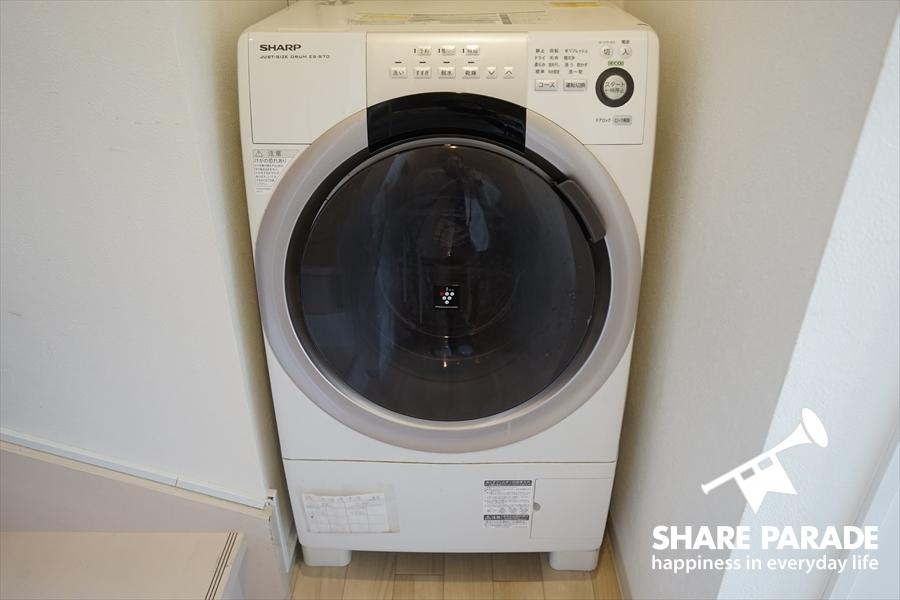 ドラム式の洗濯機です。
