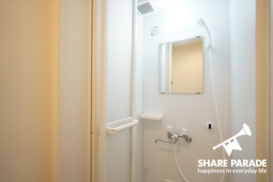 シャワーブースは3つあります。