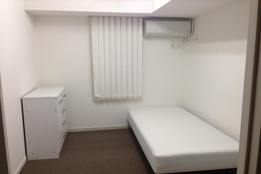 205号室です