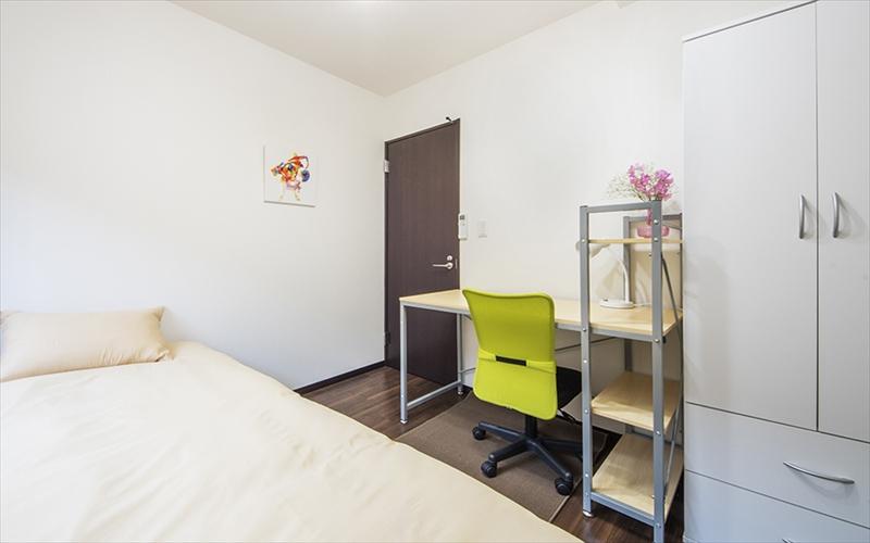 シンプルな家具のお部屋です