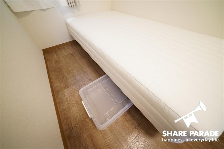 ベッド下収納あります。