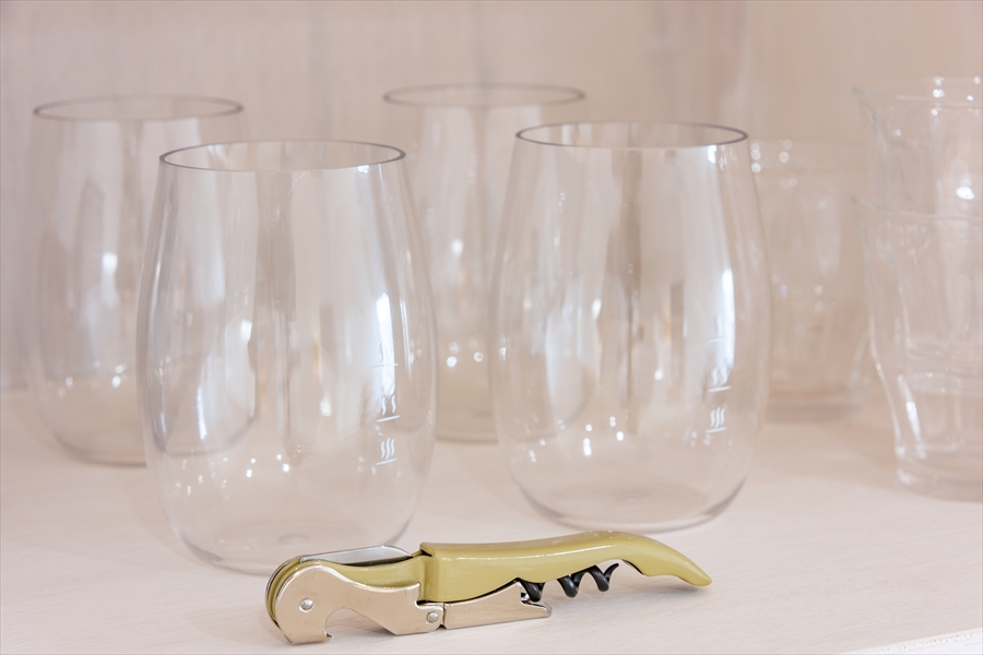 グラスも十分な量があります。
