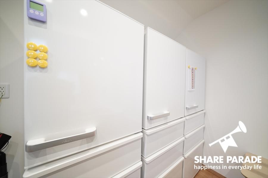 大型冷蔵庫が3台もあります。