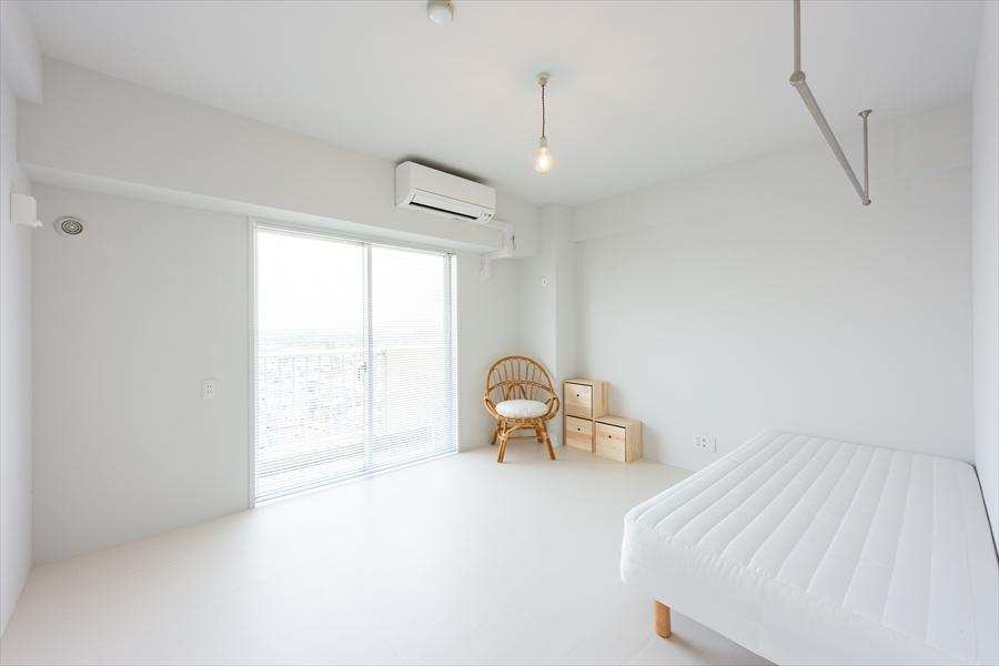 真っ白のシンプルなお部屋。