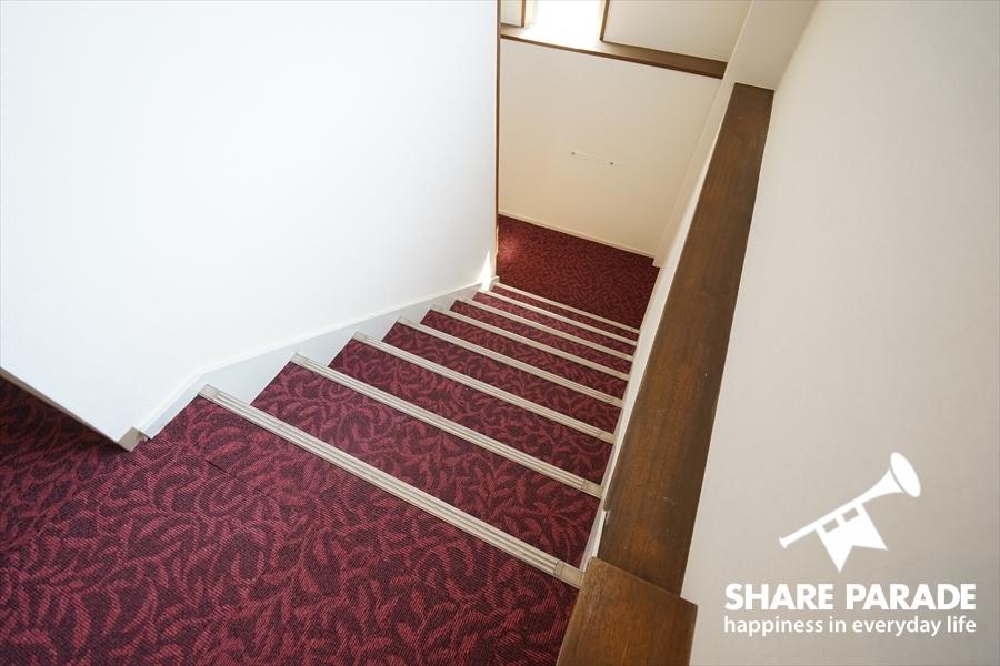 カーペットの階段。