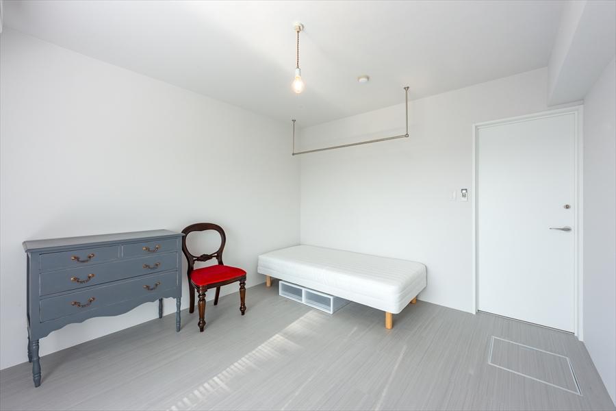 お部屋の家具も1点もの。