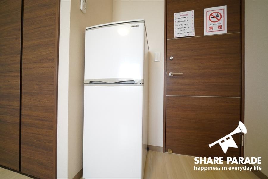 2ドア冷蔵庫がお部屋に完備しています。