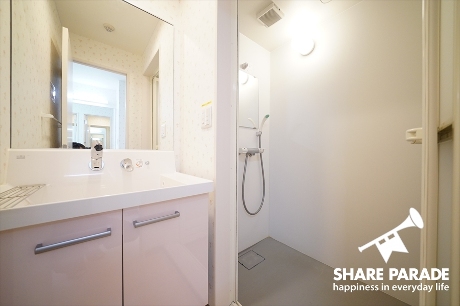 シャワーブースは2室あります。