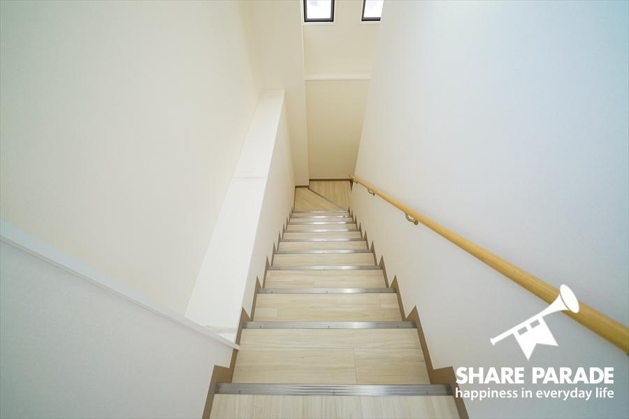 1Fから2Fにあがる階段です。