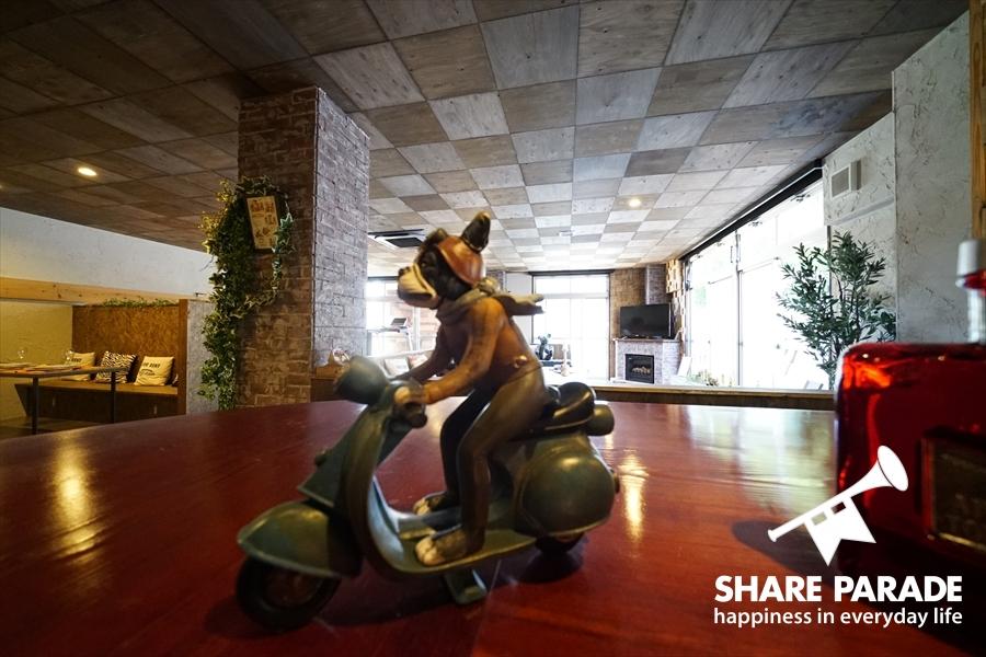 ブルドッグがバイクになっています。