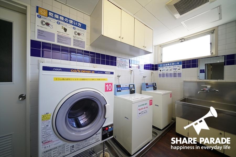 乾燥機と洗濯機は各フロアにあります。
