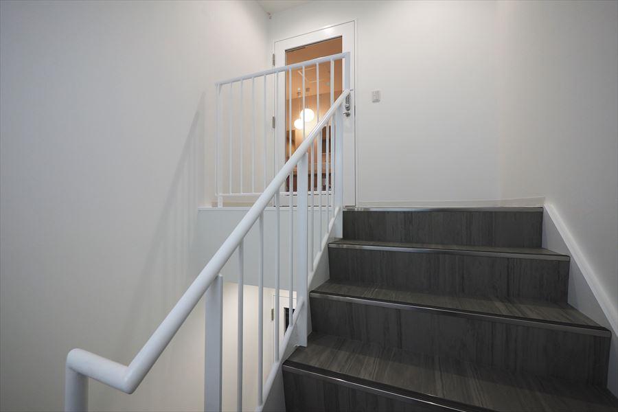 共有の階段です