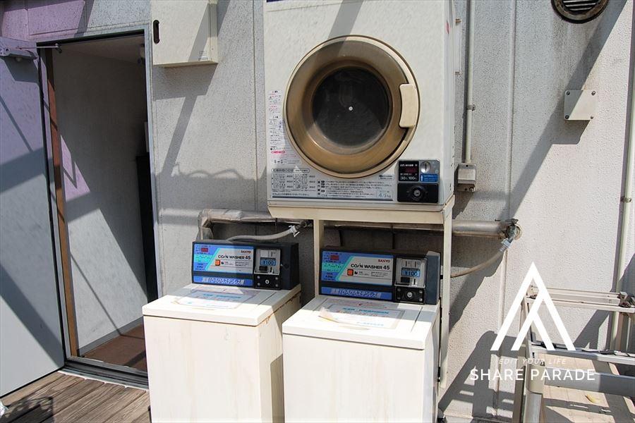 コイン式の洗濯機です