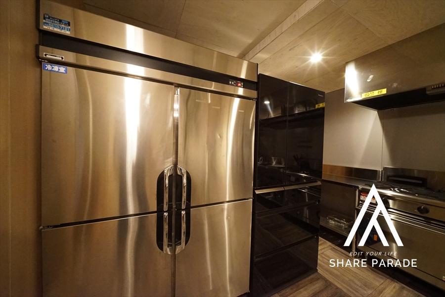 重厚感のある業務用冷蔵庫。