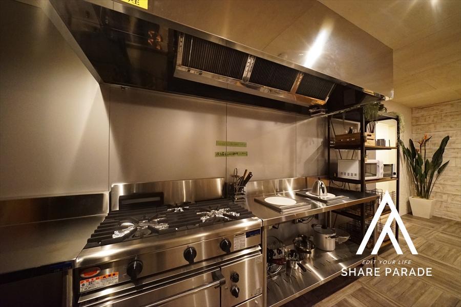 レストランの厨房にありそうなキッチン。