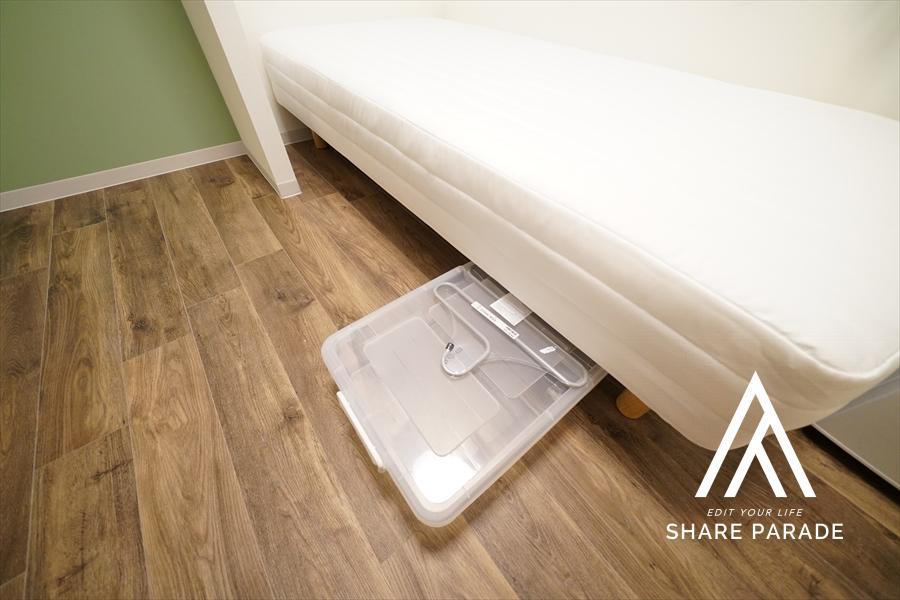 ベッド下収納。あると地味に助かります。