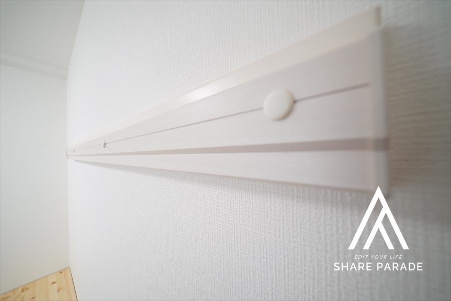 壁にハンガーが掛けられます。空間を立体的に使えます。