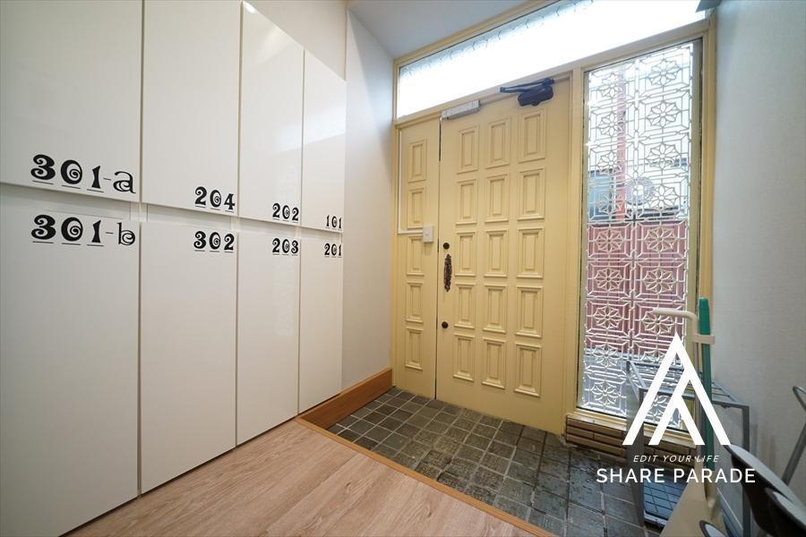 レトロな扉の玄関。