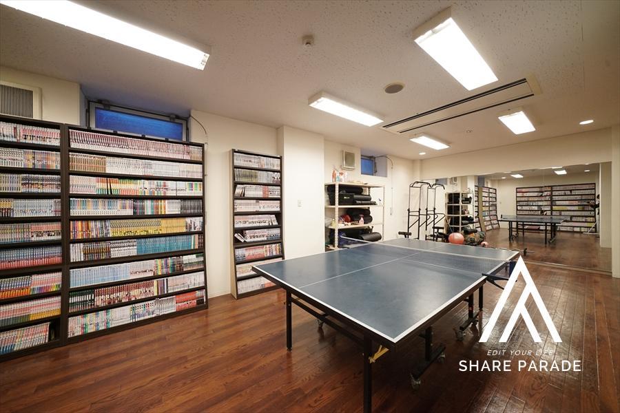 卓球、トレーニングが可能なスペースです! 種類豊富な漫画もご用意しております!