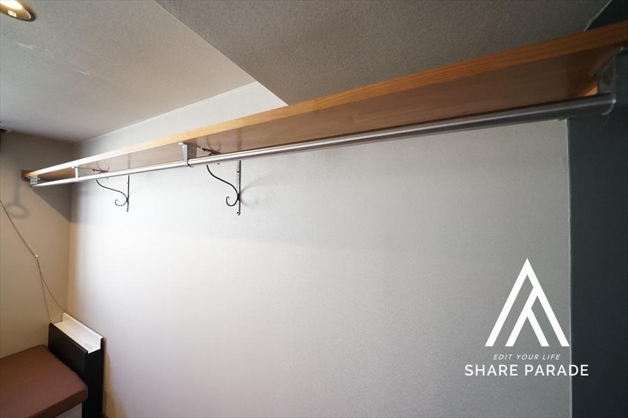 室内のハンガーラックです! 丈の長いコートやワンピースも吊るすことが出来ます!