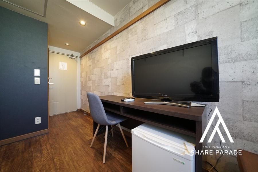 お部屋に設置済みの家具になります! テレビも大きなものを設置しております!