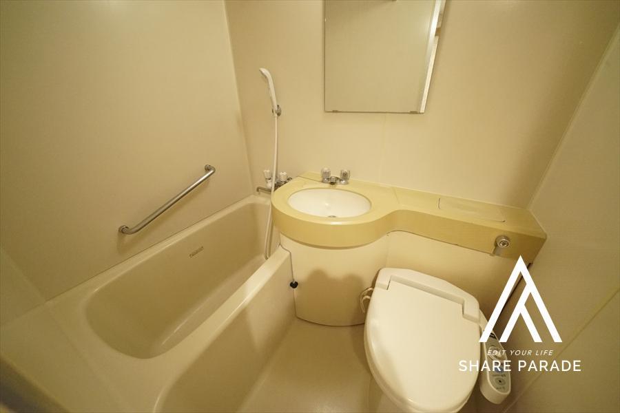 シェアハウスでは大変珍しい、ユニットバス付のお部屋です! 他の居住者様を気にすることなく、入浴が可能です!