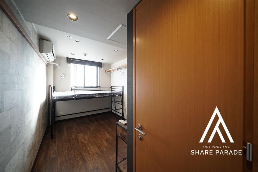 2段ベットタイプのお部屋です! お部屋を広く使うことが可能です!
