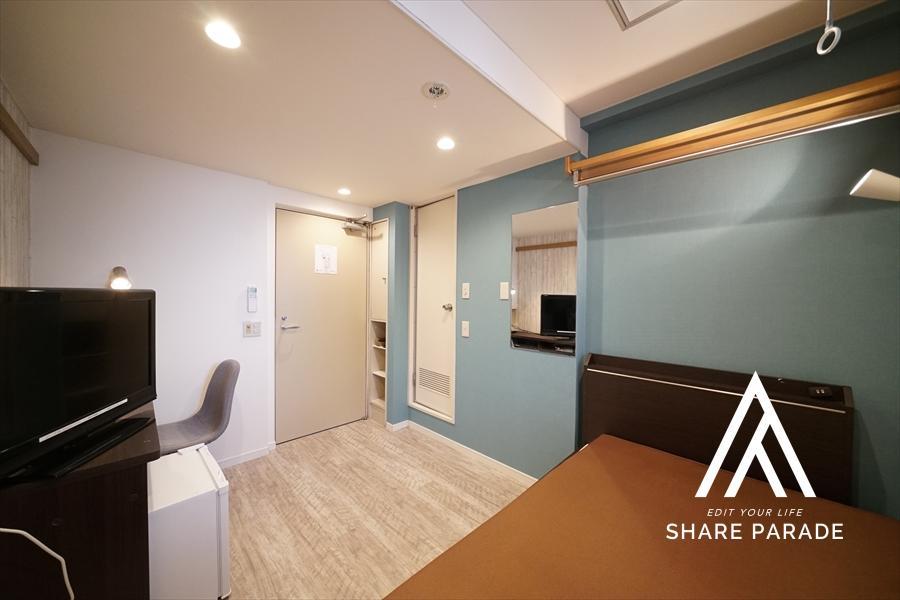 壁紙の明るいお部屋もご用意しております! もちろん、エアコンやテレビ、冷蔵庫等もご用意しております!