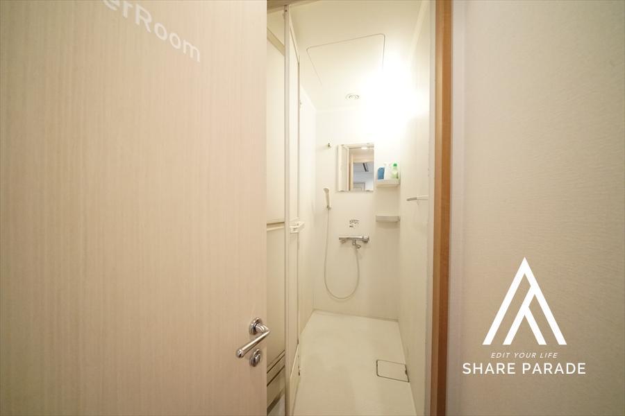 3階にある共用シャワールームです! 忙しい時にさっと入浴できるシャワールームも5区画ご用意しております!
