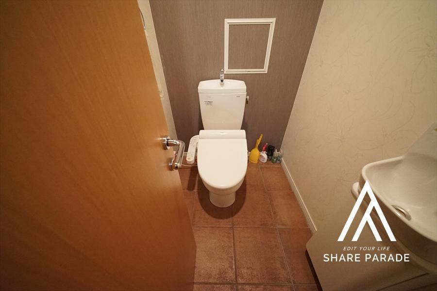 地下の女性専用のウォシュレット付きのお手洗いです! 専用の手洗いもあります!