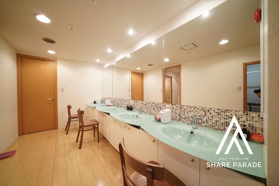 地下1階の女性専用のパウダールームです! 美顔スチーマーもご用意しております!