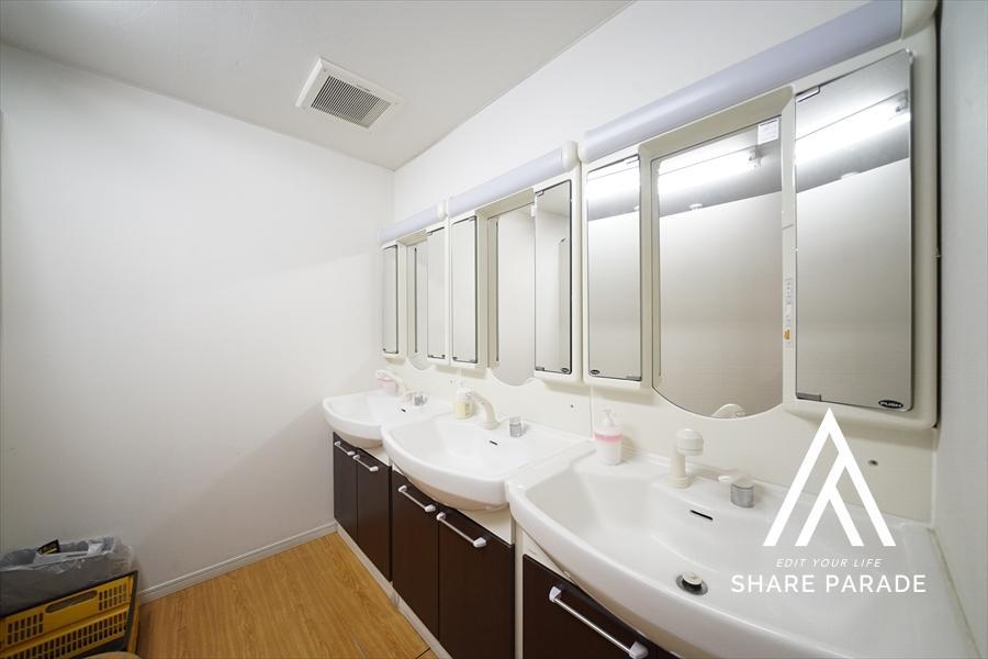 2階にも女性にうれしい独立洗面台をご用意しております!