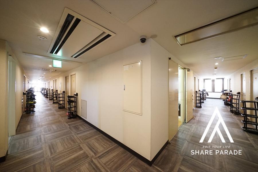 共用廊下になります! ビジネスホテルを改修している為、廊下も幅広い仕様です!
