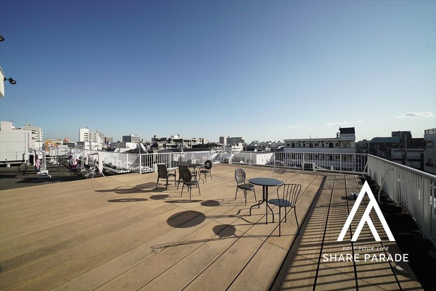 屋上です! 大変日当たりがよく、眺望も良好です!