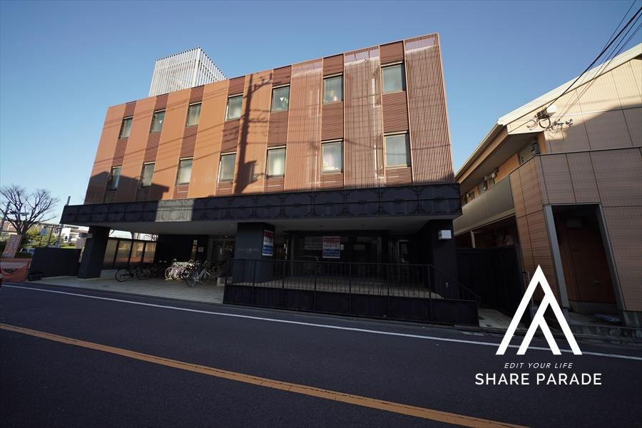 本シェアハウスの外観です! 元ビジネスホテルということもあり、重厚感のある建物になっております!