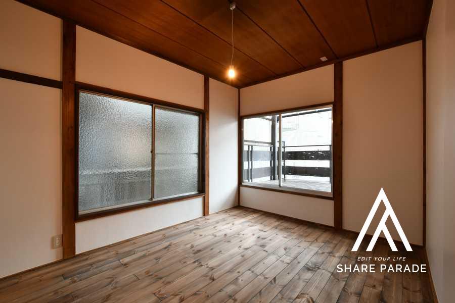 room5:レトロさを残したお部屋。大きなバルコニーが独占できます!