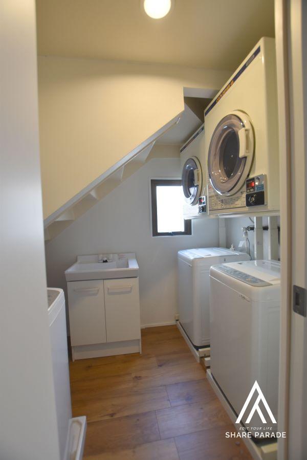 共用部に無料洗濯機3台、コイン式乾燥機2台