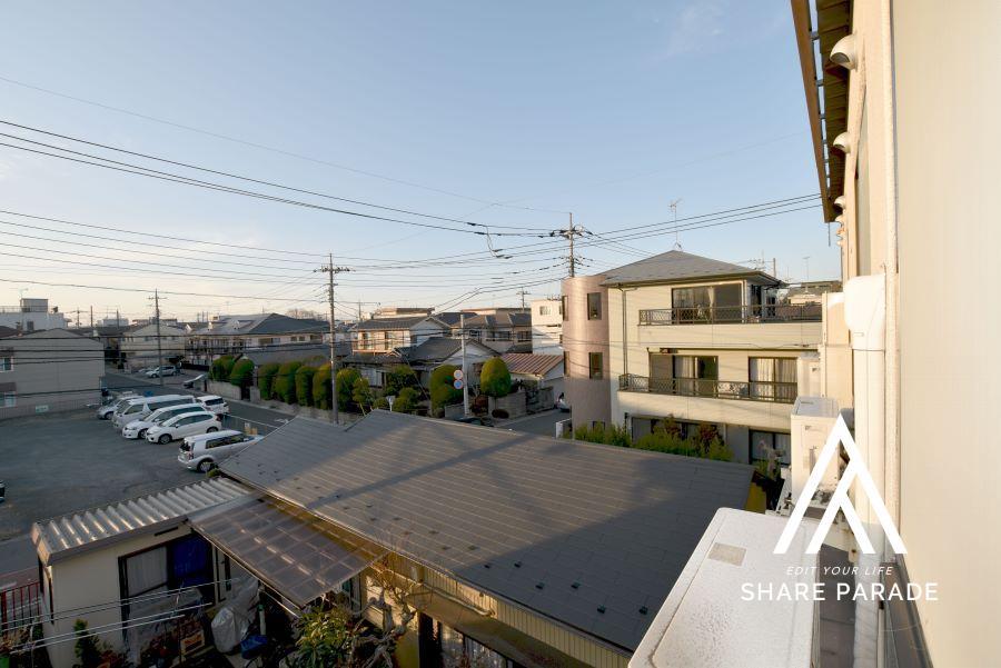 閑静な住宅街で、街全体が静かで落ち着いていて安心して暮らせる街並みです。