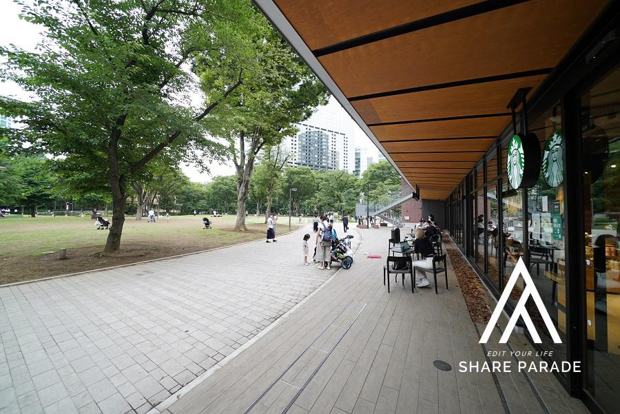 公園の中にあるスタバ。